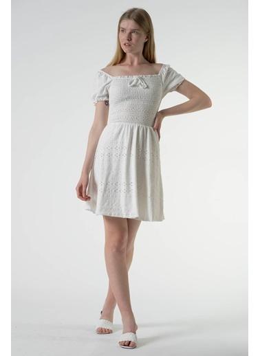 Reyon Kare Yaka İşlemeli Günlük Elbise Beyaz Beyaz